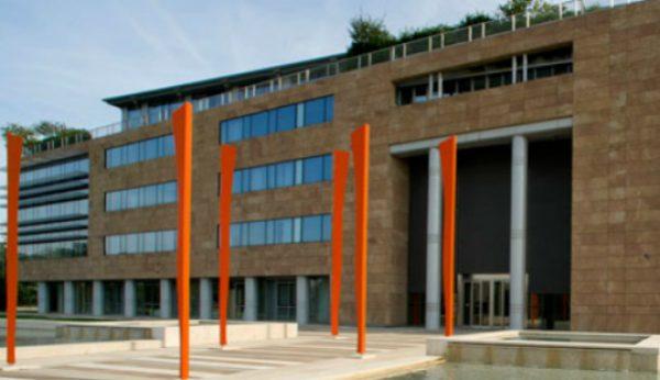 Governo italiano aprova liquidação de dois bancos