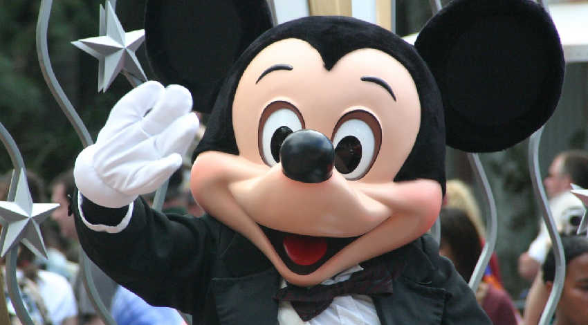 Sabe quanto custava um bilhete para a Disney no ano em que nasceu?