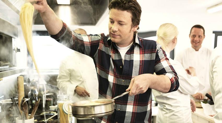 Jamie Oliver prepara expansão internacional após colapso no Reino Unido