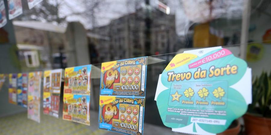 Portugueses apostam 160 euros por ano em raspadinhas