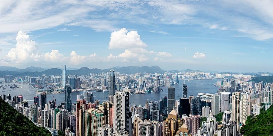 Estudantes de Hong Kong cercados tentam escapar pelos esgotos