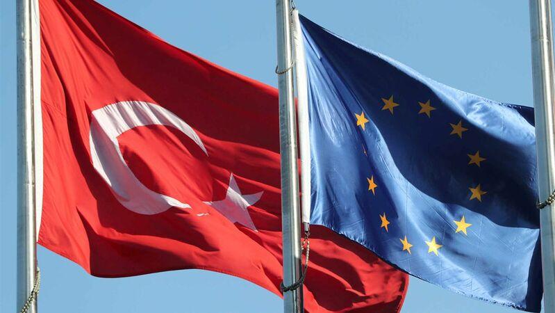 "Turquia acusa UE de ""proteger terroristas"""