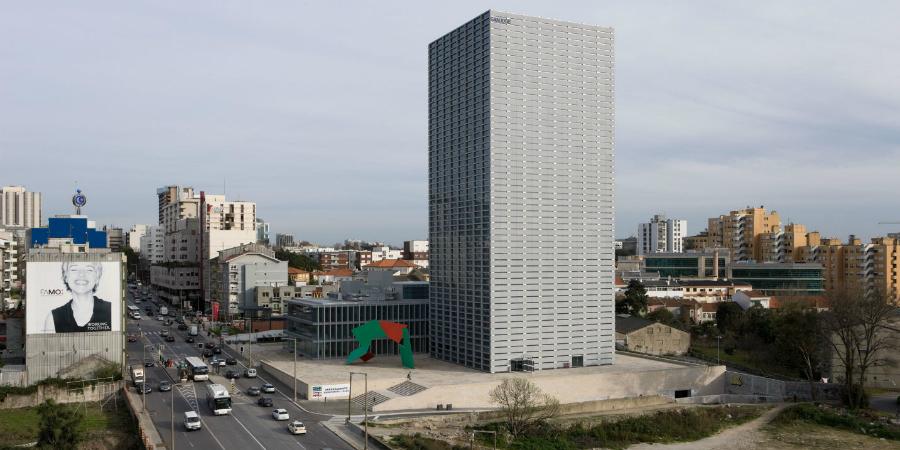 Americanos compram torre Burgo no Porto. Jorge Mendes é um dos inquilinos