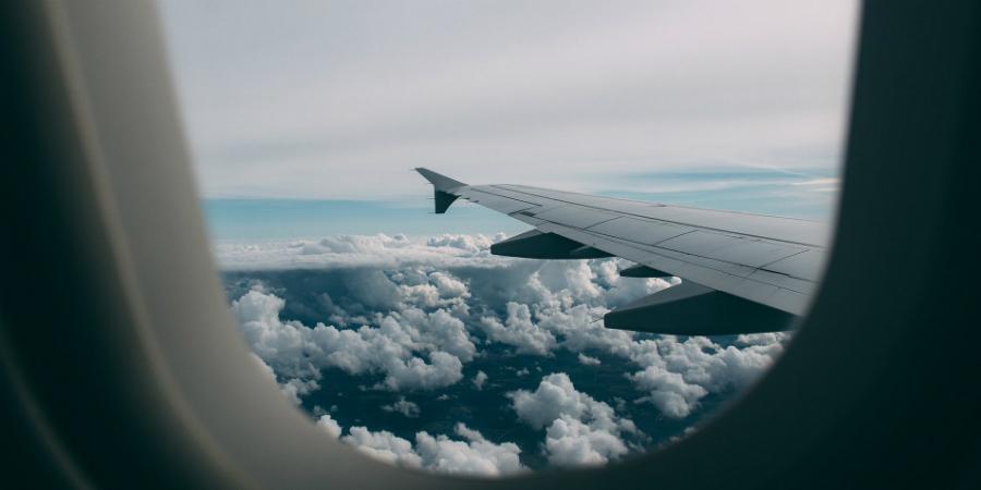 Boeing admite que avião envolvido em acidentes mortais não voará antes de 2020